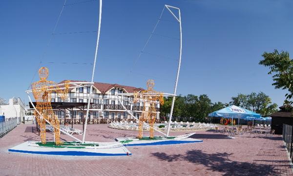 Голубицкая отдых с бассейном и детской площадкой 2017