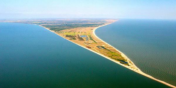 На берегу теплого азовского моря