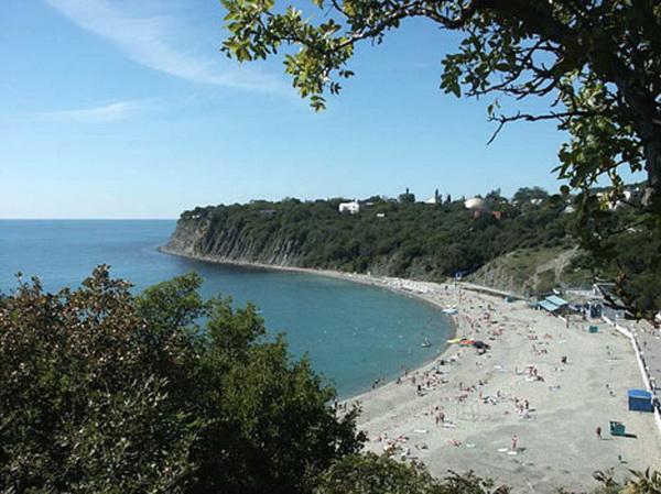 Горной долине на берегу черного моря
